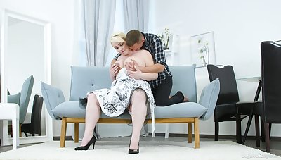 Big exasperation mature lady tries sex with a much younger man