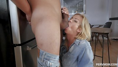 Cum in mouth ending to amazing making out on the periphery - Alexis Fawx