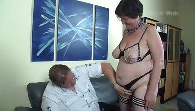 Nerdy amateur mature whore flashes big ass before outcast evangelist