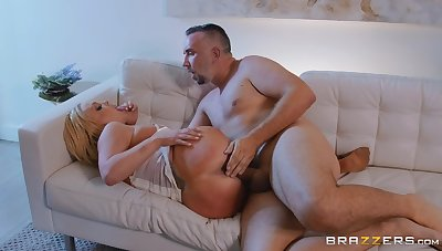 Curvy ass amateur mart pussy fucked in brutal manners