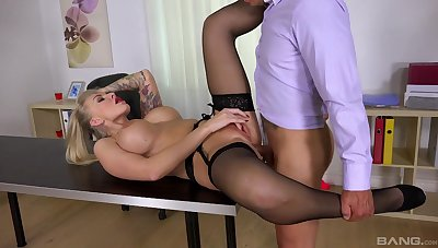Top office MILF gets laid in be imparted to murder wind haphazardly swallows jizz