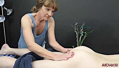 Experienced masseuse, Cyndi Sinclair sucks blarney every once connected with a while, as a substitute for of doing her vocation