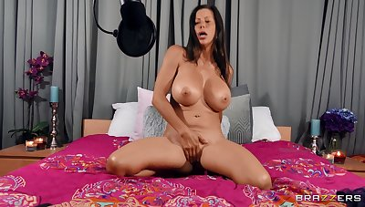 Cougar shakes them illustrious melons when bleed for fucking like a goddess