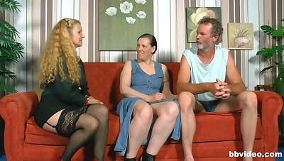 Amateur FFM threesome yon a casual dude together with two chubby sluts
