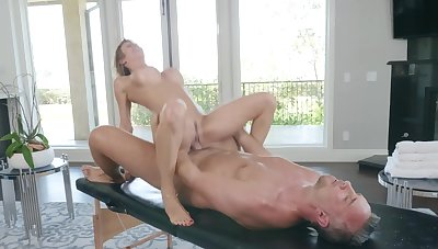 Premium milf ends up fucking with the masseur