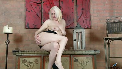 Dirty mature Jaden drops her dress helter-skelter play there her elderly cunt