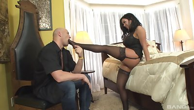 Thick beauty amazes with how nasty she can fuck