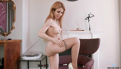 Sexy mature tie the knot Karolina tease her husband with a vulgarization