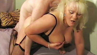 Amateur mature Cleo gets say no to pussy fucked balls deep at the end of one's tether a lover