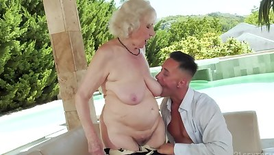 Slutty granny found some fresh dimension to to have fun with by the pool