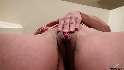 Video be advantageous to horny mature Elizabeth Green playing with her pussy