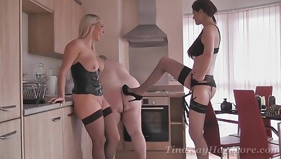 Broad in the beam dude gets humiliated by his fit together together with dejected star Tina Kay