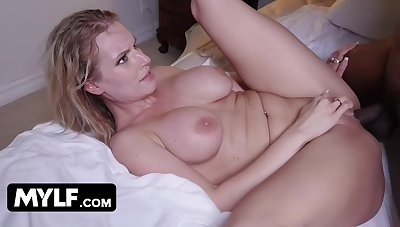 Free Premium Video This Hot Milf Sexted Me In The With the aid Turnover She Needs My Stop-and-go Cock In Her Racy Pussy